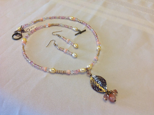 Item #918 - Single strand, golds and pinks with gold colored leaf pendant