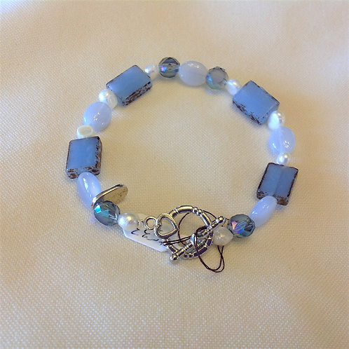 Item #533 – periwinkle decorative glass, crystal with faux pearls - Bracelet