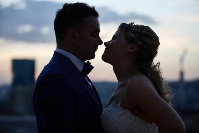 Brautpaar in der Dämmerung