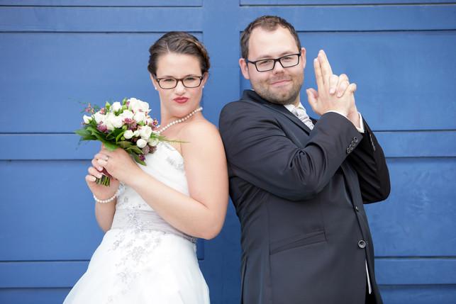 The cool wedding couple