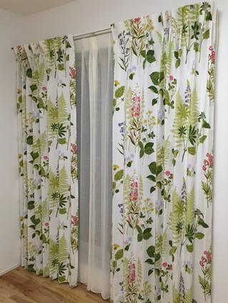 北欧スウェーデンのボラス社。フォグリングスツールでカーテンをお仕立てしました。