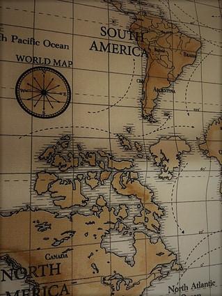 世界地図がデザインされたカーテン生地入荷