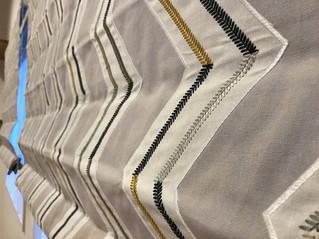 クールな刺繍生地でプレーンシェード製作