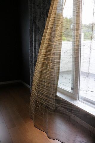 シックでエレガントなイタリア製のレースカーテン 寝室