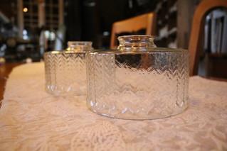 透明感が魅力のガラスのランプシェード入荷しました。