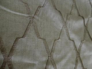 イギリスからリネン刺繍のカーテン生地が到着しました。