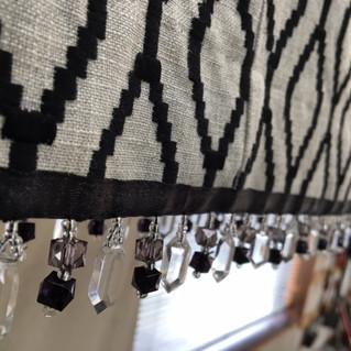 ブラックビーズのおしゃれなカーテンをお仕立てしました。