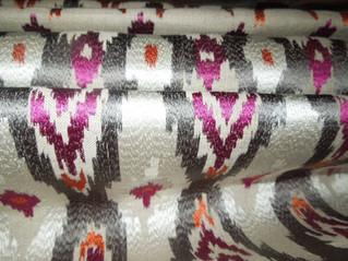 とても綺麗なリネンの刺繍生地取り扱いしています。