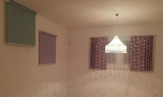 子供部屋にカーテンとロールスクリーンを取り付けました。