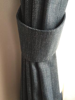 デニム柄の遮光カーテン