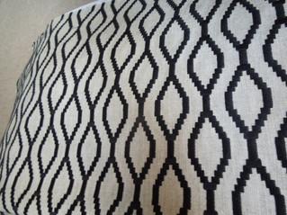 ブラックの刺繍がクールなリネン生地がイギリスから到着しました。