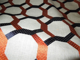 洗練されたデザインの刺繍生地がイギリスから到着~オーダーカーテン用