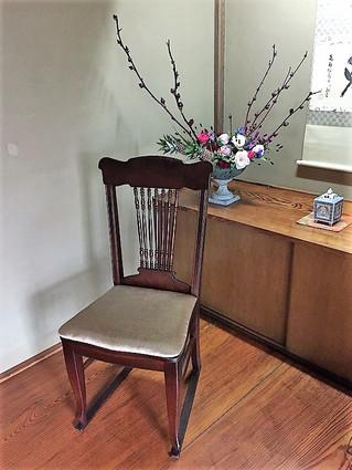 椅子の張り替え・塗り替えをしました。