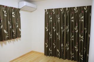 寝室に北欧柄のオーダーカーテンを取り付けしました。