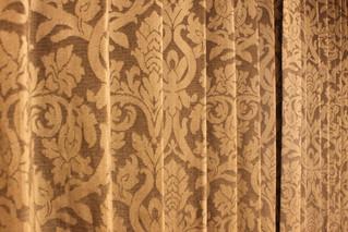 イタリアジャカード織ブラック色生地 掛け替え用に選んで頂きました。