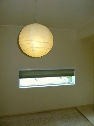 和室の窓のハニカムスクリーン