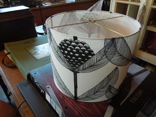 シンプルなモノクロームのおしゃれなランプシェードが完成~北欧シナマーク社ブラックベリー