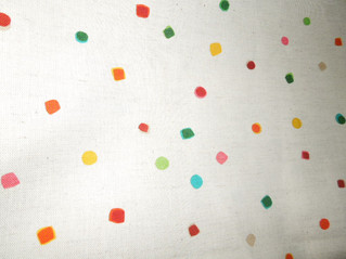 明るくカラフルな色のドットが可愛いコットン生地の取り扱い