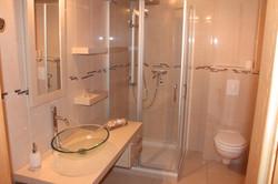 Chambre C Salle de bain.JPG
