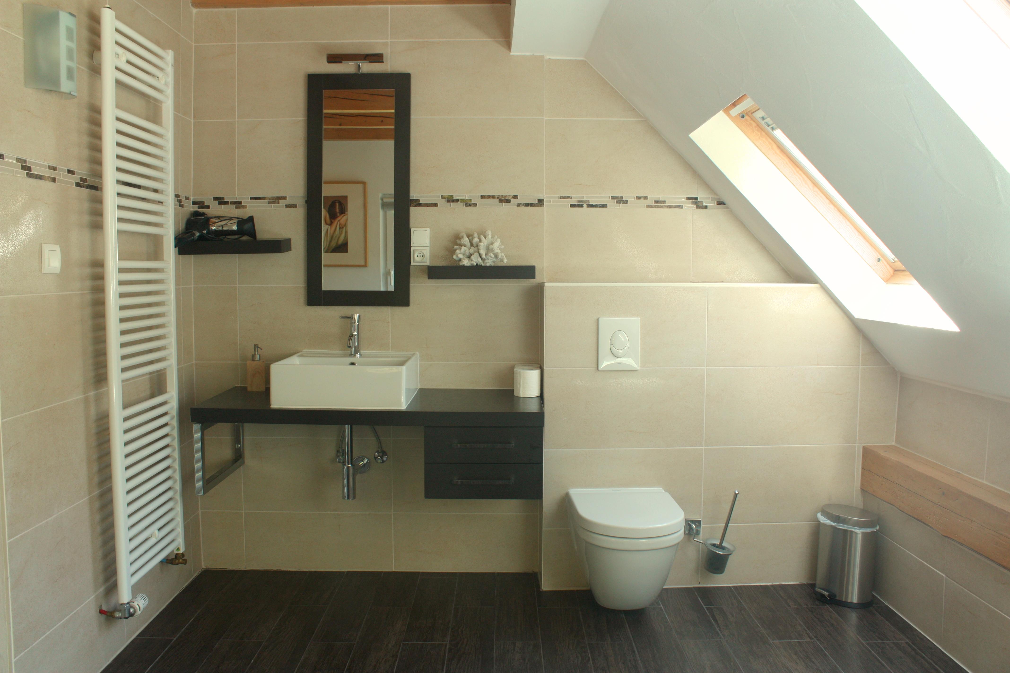 Chambre A Salle de bain.JPG