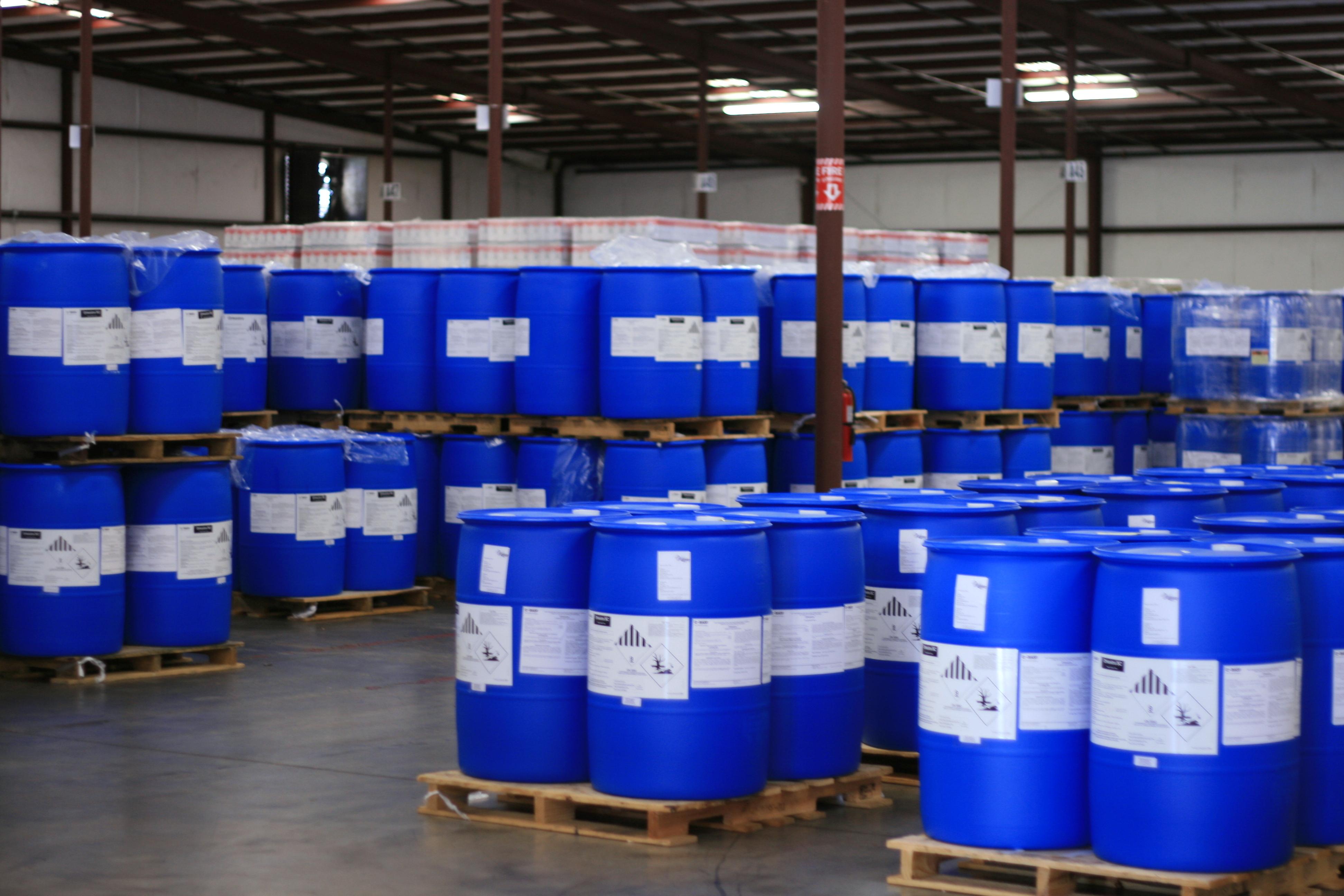 BASF 2500 plastic drums UN3082