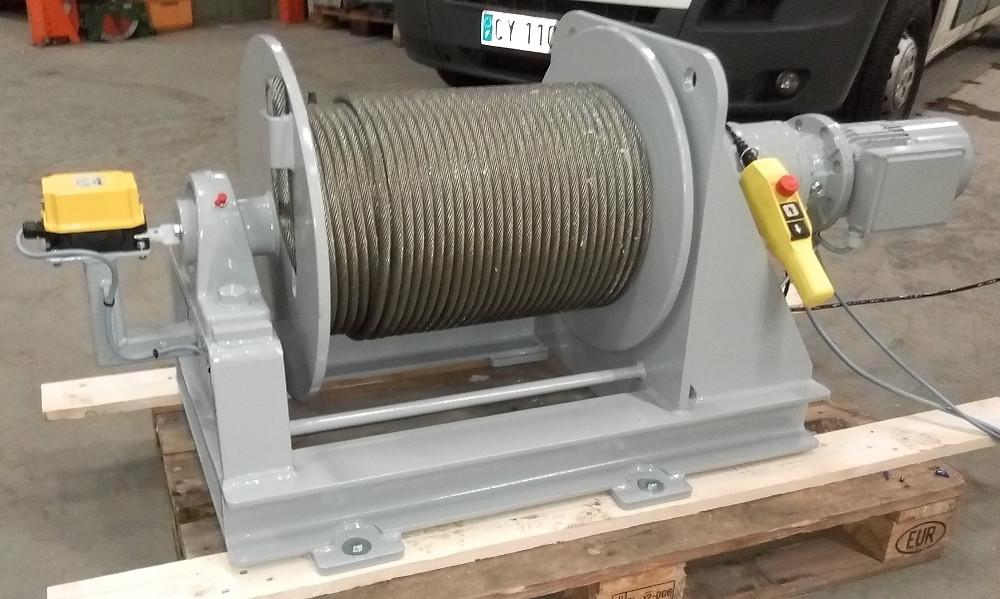 Treuil électrique de levage SB 303 400V avec câble antigiratoire, fin de course et limiteur de charge
