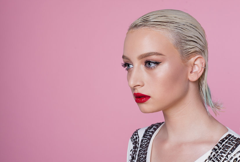 Model Pink Background