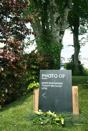 Photo-op sign