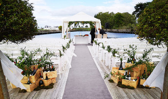 Aisle winebox and bottles ceremony decor