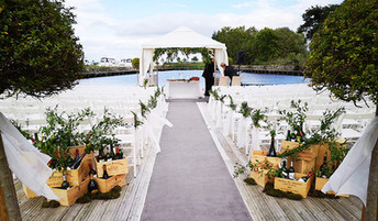 Aisle winebox and bottles ceremony decor