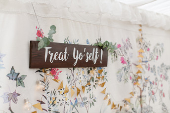 Treat Yo'self! sign