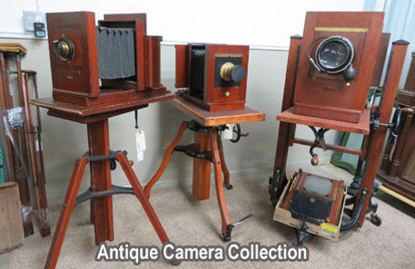 Photo of antique cameras in the auction
