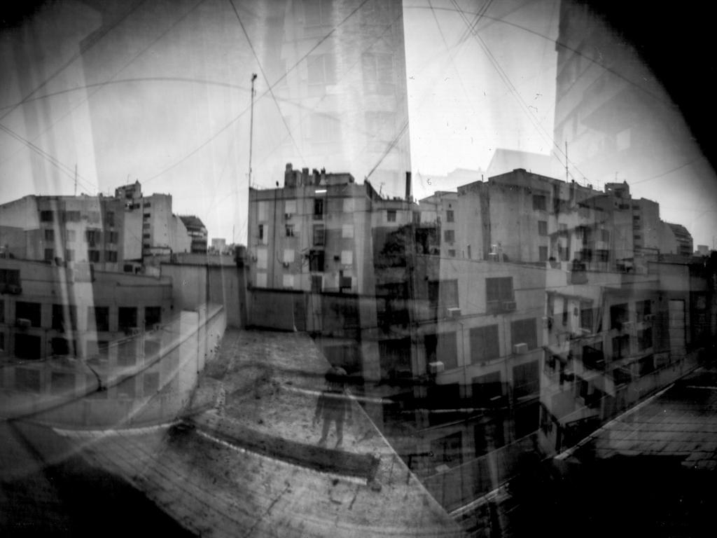 Una ventana, San Telmo y Playmobils