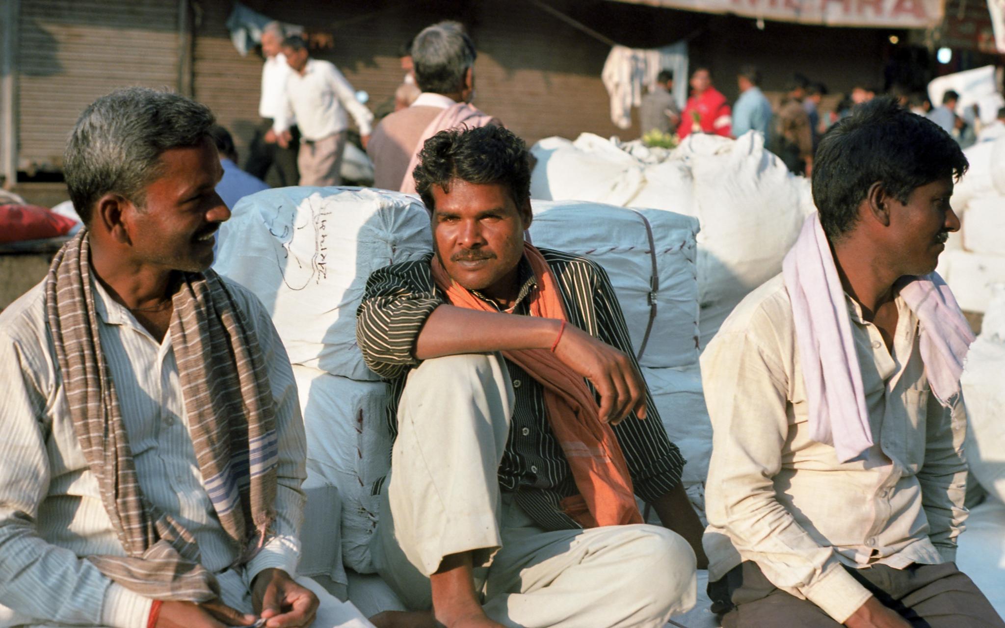 Porteadores en Old Delhi 3