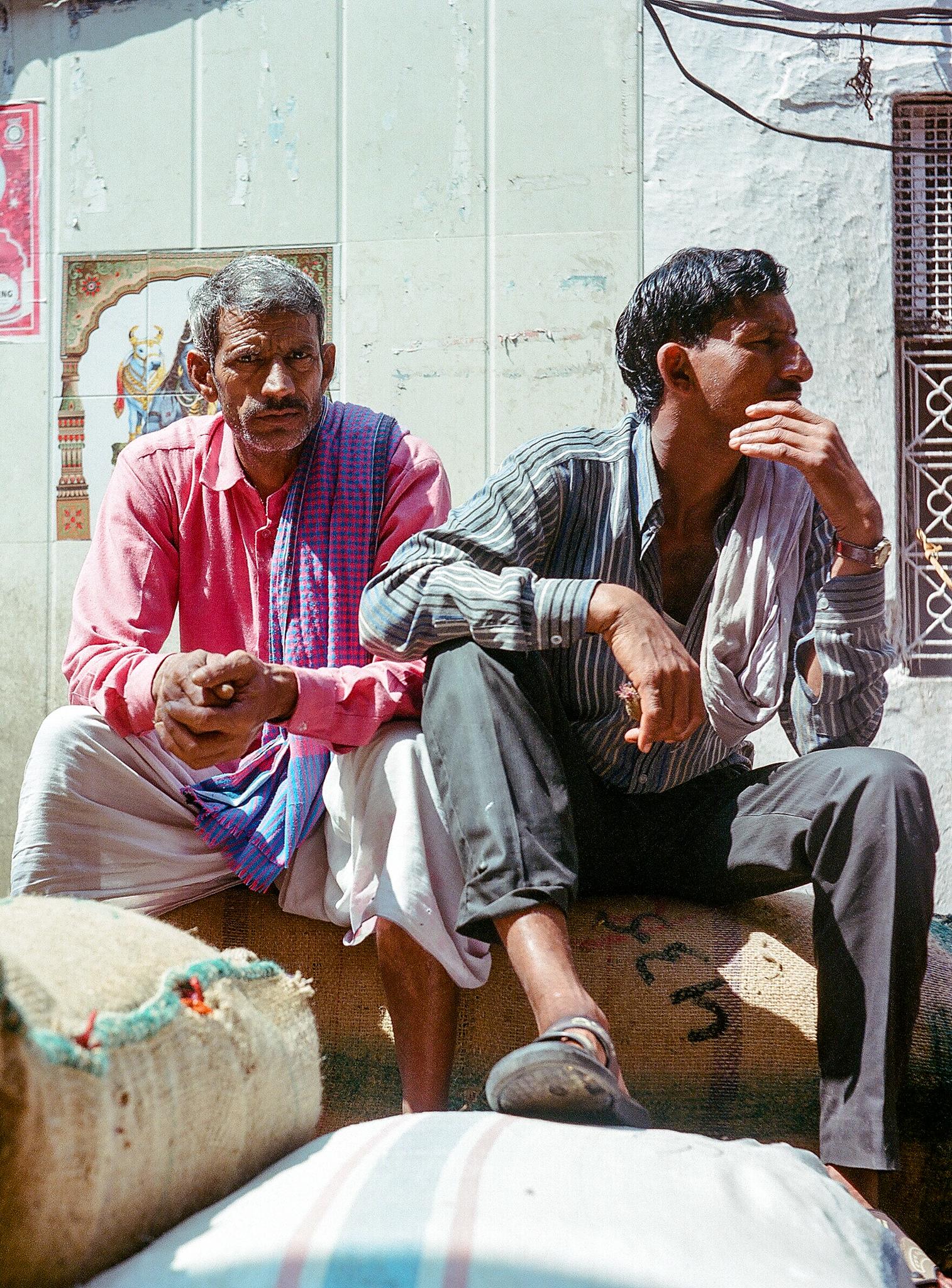 Porteadores en Old Delhi
