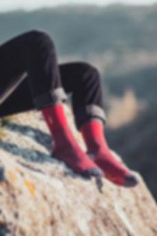 La Freud par Jermaine Toulouse. Chaussettes à fines rayures rouges et bleues fabriquées en France.