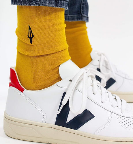 Chaussettes jaune moutarde Jermaine Toulouse. Chaussettes made in France. Chaussures Veja.
