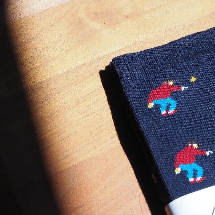La Bouliste est une paire de chaussettes avec des motifs boulistes. Chaussettes pour amoureux de la pétanque. Made in France.