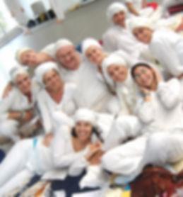 Gli alievi di Stefania Floreani al termine di una lezione di Kundalini Yoga