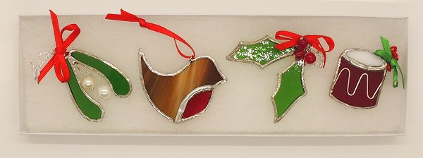 Glass Red and Green Dec Set