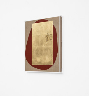 Pierre Vermeulen | Hair orchid sweat print, red form (Side View) | 2018 | Sweat, Gold Leaf Imitate, Shellac and Acrylic on Belgian Linen | 58 x 50 cm