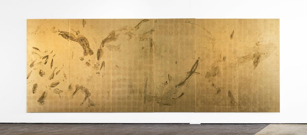 Pierre Vermuelen | Sweat Print no.20, 6 metre movement | 2018 | Sweat, Gold Leaf Imitate and Shellac on Aluminium | 210 x 630 cm (210 x 105 cm Each)