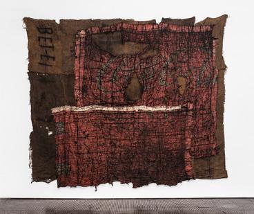 Ibrahim Mahama | Untitled | 2018 | Coal Sack on Dyed Jute Sack, Coal Sacks with Marking and Used Tarpaulin | 280 x 430 cm | Copyright the artist, Courtesy APALAZZOGALLERY