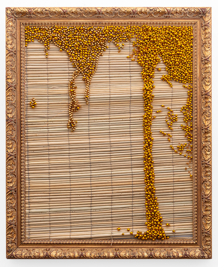 Simphiwe Buthelezi | Wangithelela uju (She poured me honey) II | 2019 | Straw Mat, Beadwork in Gilded Frame | 65 x 53 cm