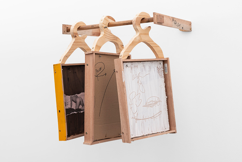 Brett Seiler | Broken Arm | 2019 | Chalk, Paint and Wood | 50 x 46 x 45 cm