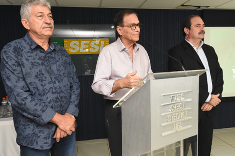 """SEMINÁRIO JEANS  """"A ROUPA QUE VESTE O MUNDO"""" O Presidente do Conselho Regional do SENAI-CE e da"""