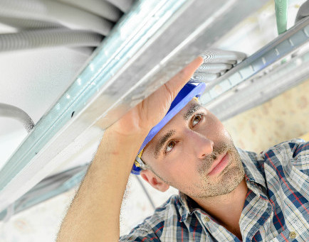 3 Factors to Consider Before Hiring an Electric Contractor