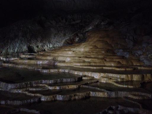 Пещера Акиёси-до, Япония