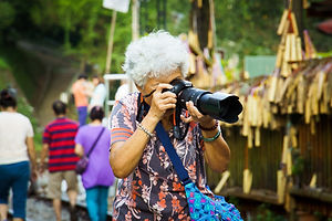 grandma-824867_1920.jpg