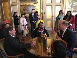 JP Raoni et maire de Bruxelles.JPG